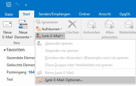 """Das Bild zeigt, dass Sie unter """"Start"""", """"Junk-E-Mail"""" auf """"Junk-E-Mail-Optionen"""" klicken sollen."""